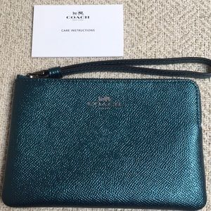 Coach wristlet peacock cross grain leather NWOT❣️